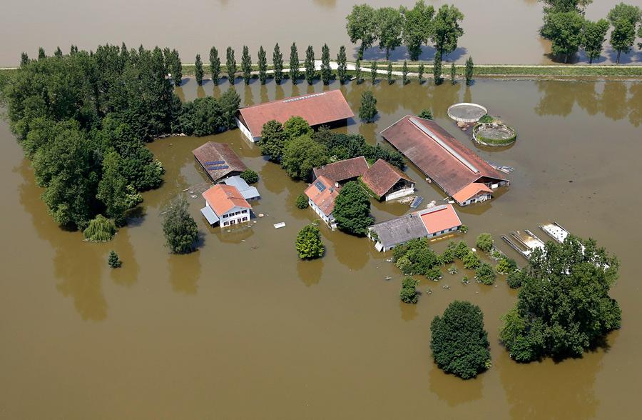 Затопленная ферма рядом сбаварским городом Деггендорф. © Wolfgang Rattay/Reuters