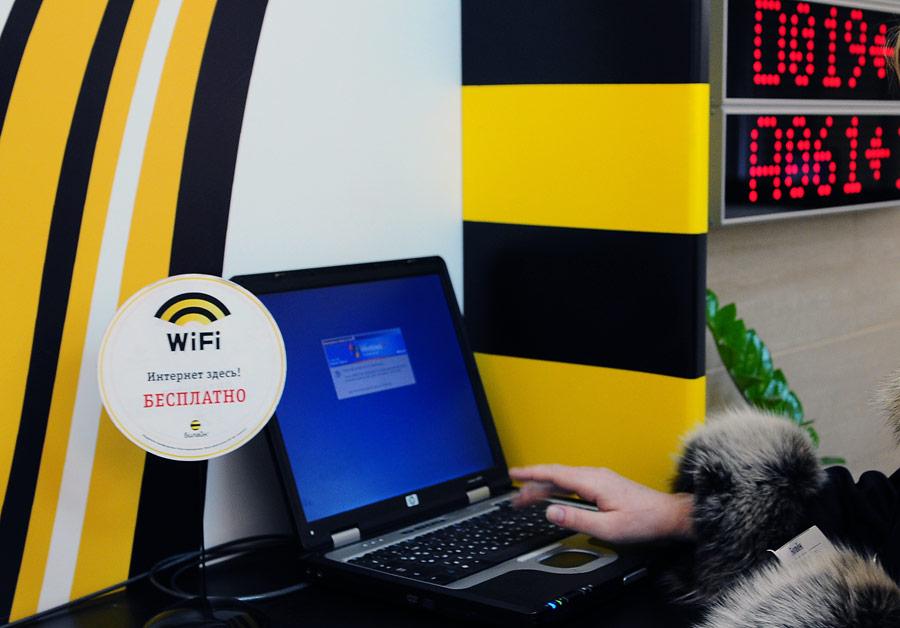 В офисе обслуживания ипродаж компании «Билайн». © Денис Абрамов/ИТАР-ТАСС