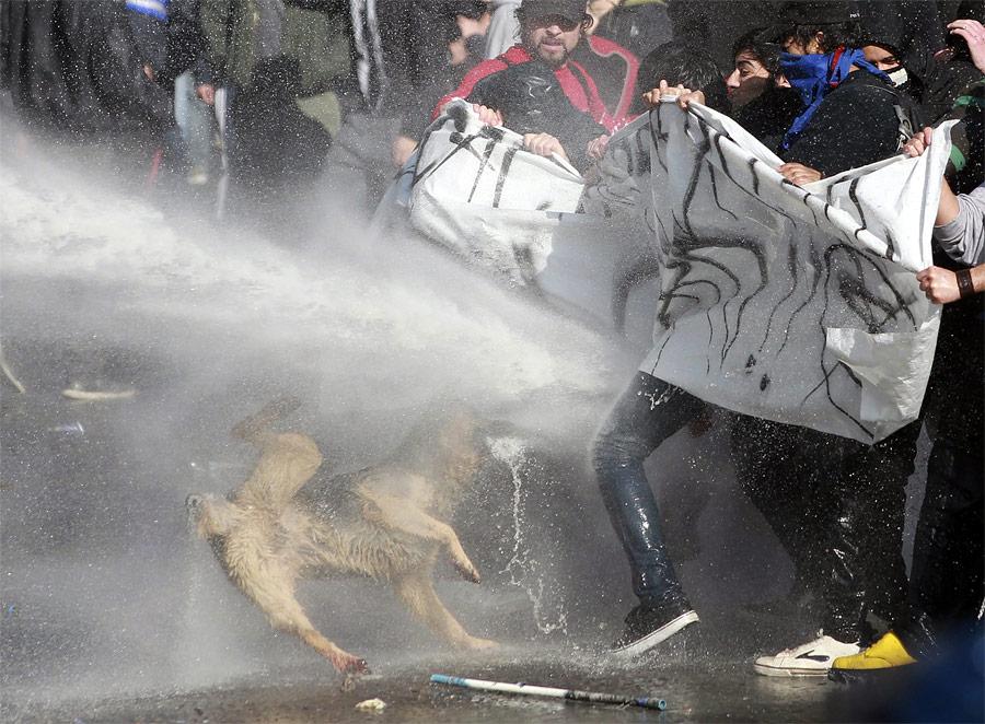 Разгон демонстрации вСантьяго. © Ivan Alvarado/Reuters
