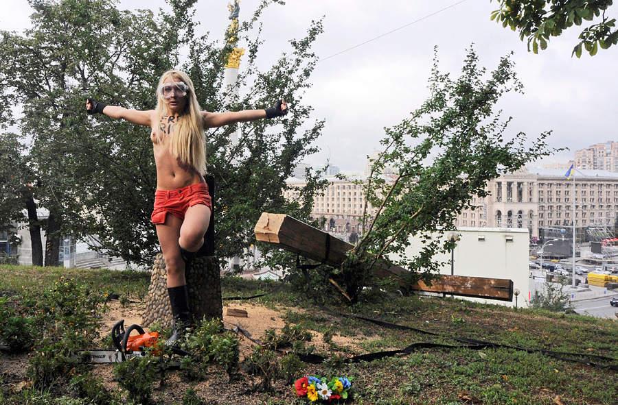 Картинки по запросу 17 августа femen крест