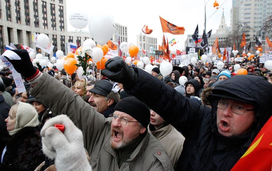 Митинг «Зачестные выборы» напроспекте Сахарова вМоскве 24декабря 2011 года. © Sergei Karpukhin/Reuters