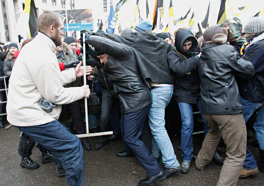 Митинг «Зачестные выборы» напроспекте Сахарова вМоскве 24декабря 2011 года. © Tatyana Makeyeva/Reuters
