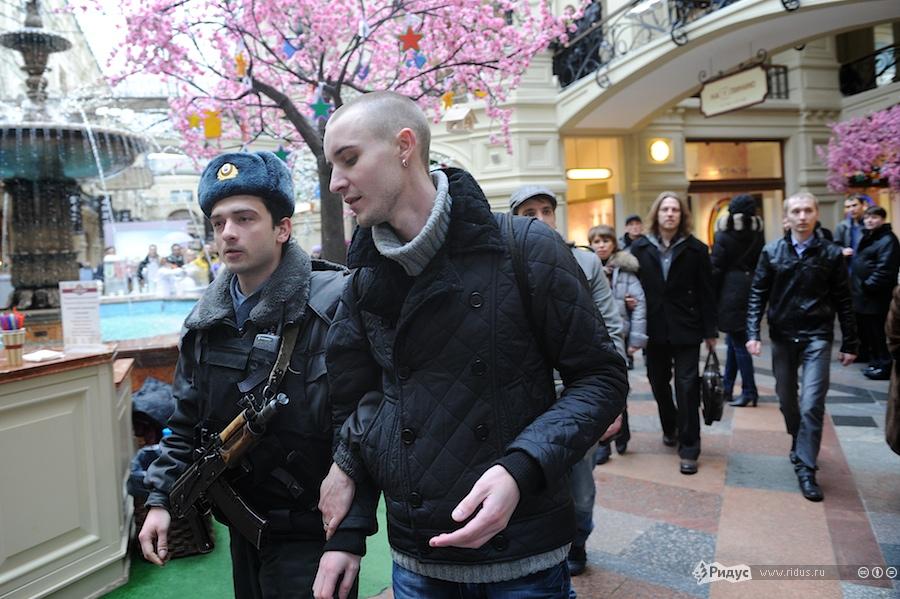 Активисты партии любви разделись в защиту журналистов-проституток