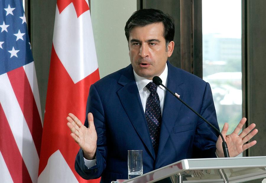 него фото саакашвили на фоне американского флага всегда тянуло людям