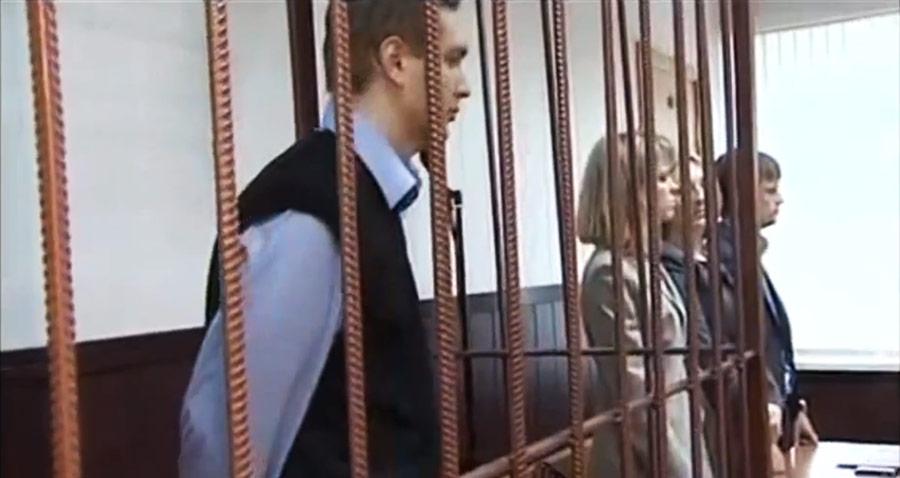 Вынесение приговора вздании суда Владимиру Макрову, обвинявшемуся поделу опедофилии. Кадр извидеоролика Youtube. © Denndroid