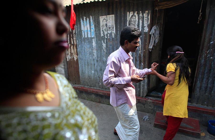 Тяжелая жизнь малолетних проституток из Бангладеш - фото 12.