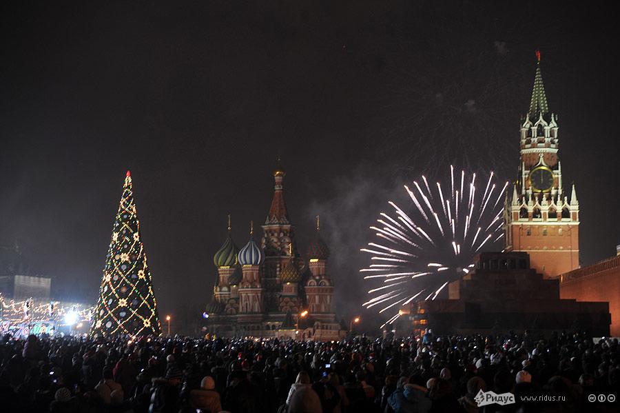Салют наКрасной площади вновогоднюю полночь. © Василий Максимов/Ridus.ru