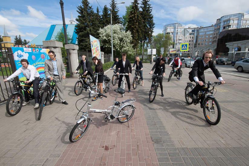 Участники бизнес-вояжа на велосипедах Eltreco. Фото: Павел Семёнов.