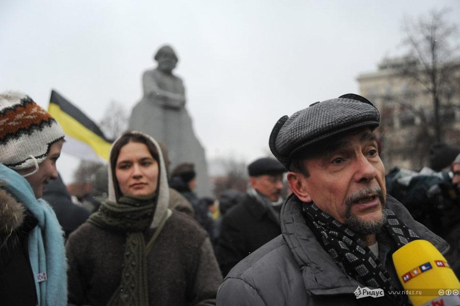 ЛевПономарев среди демонстрантов направляется всторону Болотной площади. © Василий Максимов/Ridus.ru