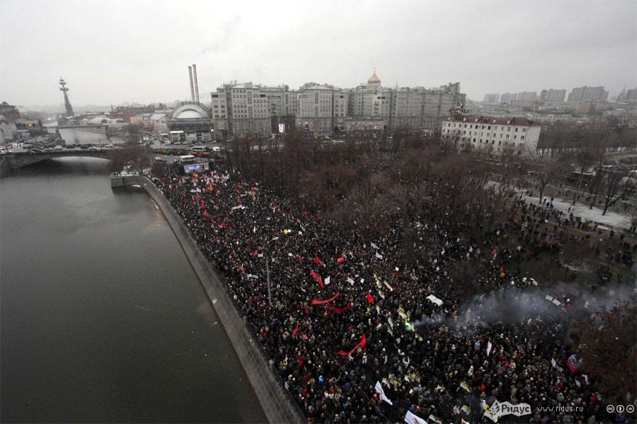 Митинг наБолотной площади Москвы 10декабря, фото свертолета.