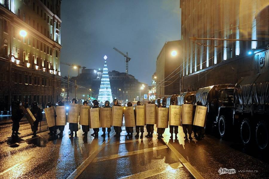 Отряд полиции перегородил Мясницкую улицу. © Антон Белицкий/Ridus.ru