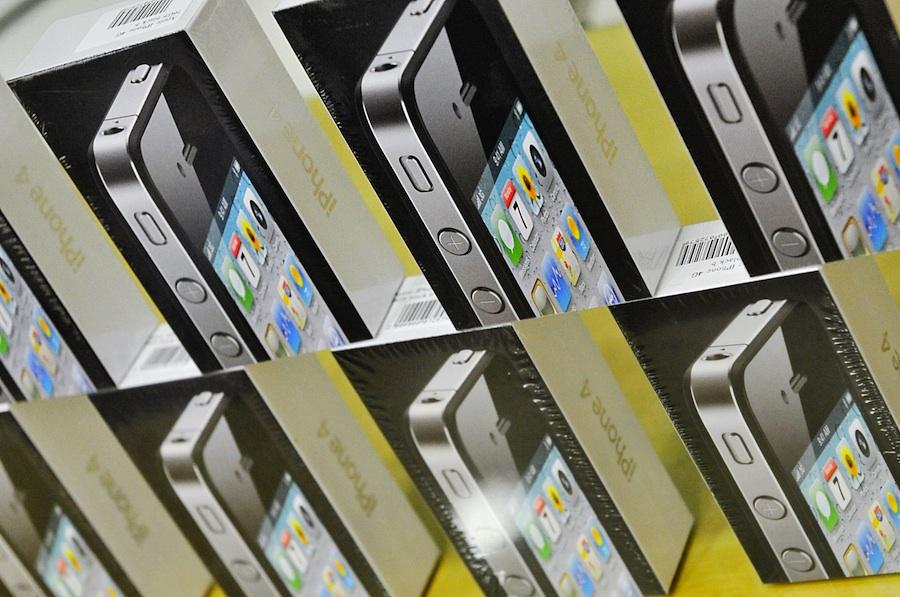 Смартфоны Apple iPhone 4.© Митя Алешковский/ИТАР-ТАСС