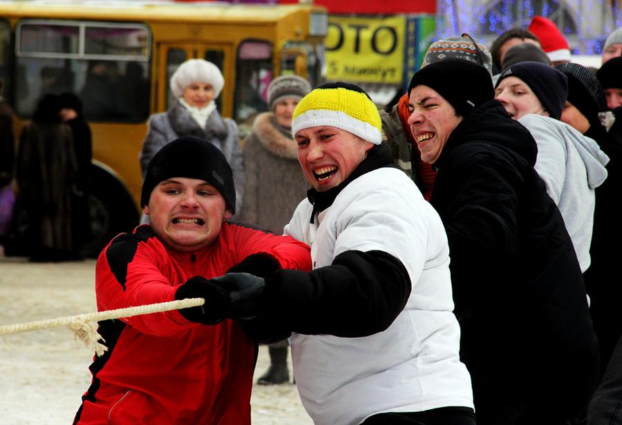 Русские забавы. Перетягивание каната  © Олеся Шевцова/Ridus.ru