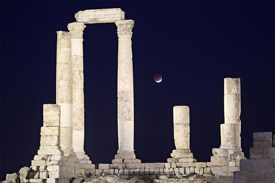 Руины храма Геркулеса вАммане. © REUTERS/Ali Jarekji