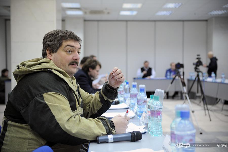 Дмитрий Быков назаседании Координационного совета оппозиции. © Антон Белицкий/Ridus.ru