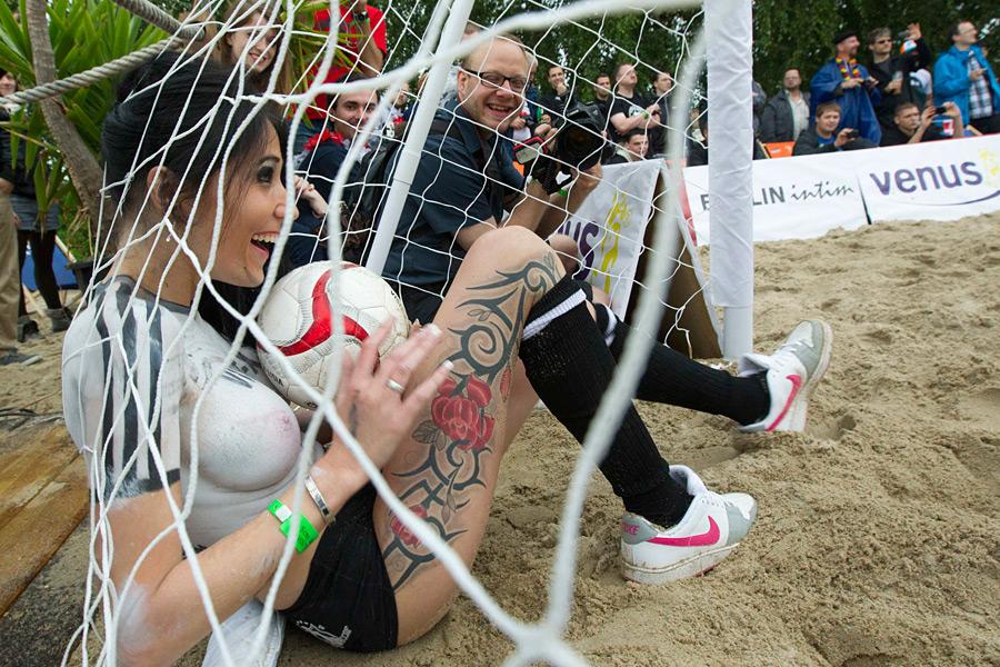 topless-soccer-match-pics