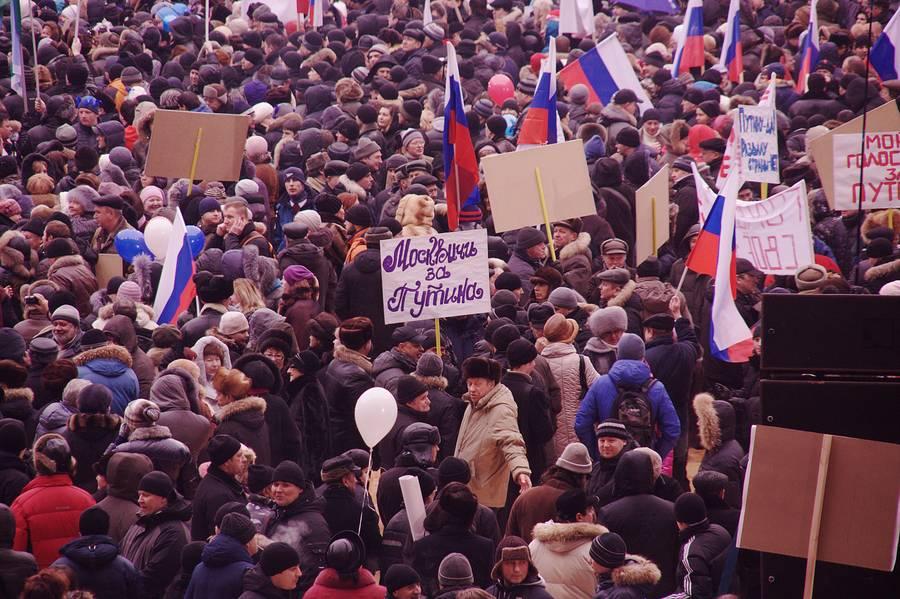Митинг в лужниках в поддержку Путина фото