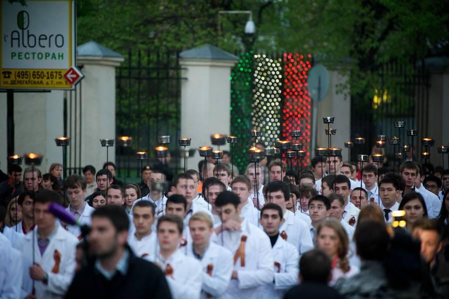 Факельное шествие студентов Московского государственного медико-стоматологического университета