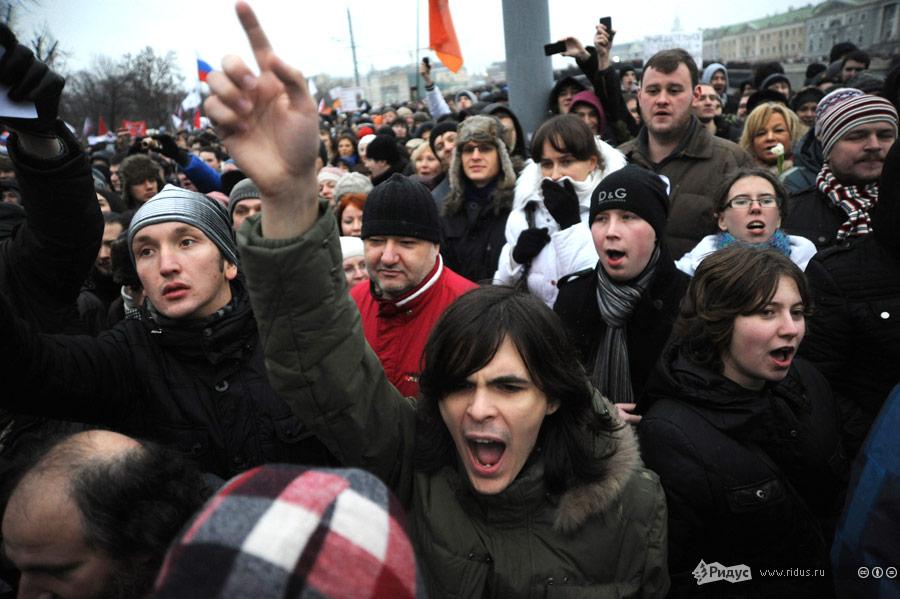 Толпа демонстрантов направляется всторону Болотной площади. © Василий Максимов/Ridus.ru