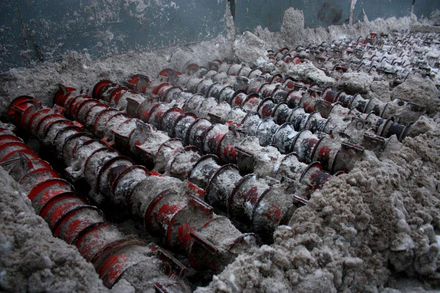 Снегодробилки отправляют снег навстречу сточным водам