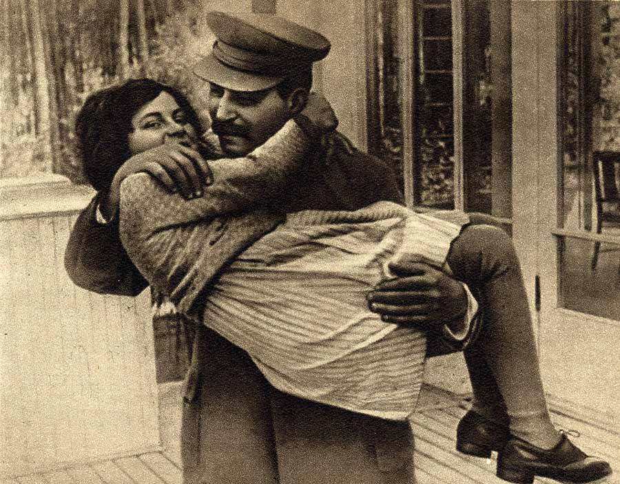 Иосиф Сталин сдочерью Светланой Аллилуевой. © APPhoto/Courtesy Icarus Films