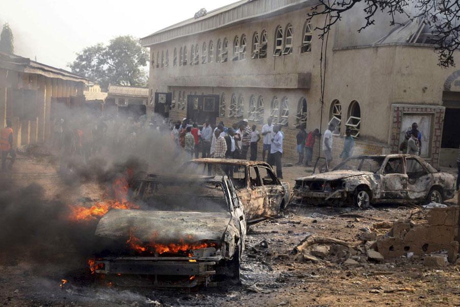 Площадь перед церковью Святой Терезы, взорванной вНигерии вдень Рождества. © AFOLABI SOTUNDE/Reuters
