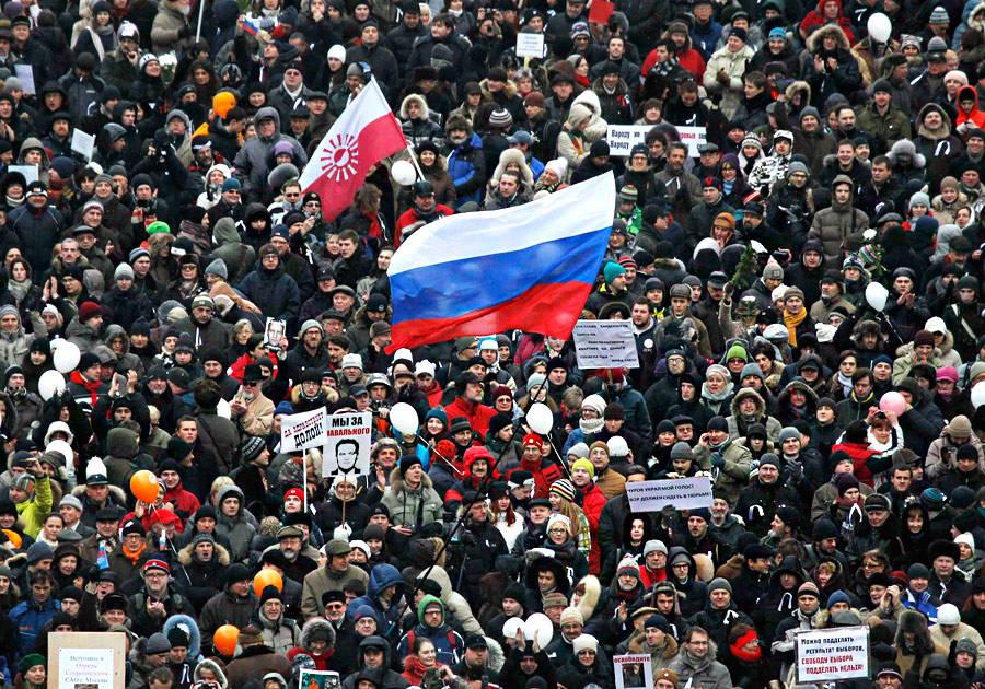 Митинг «Зачестные выборы» напроспекте Сахарова вМоскве 24декабря 2011 года. © Denis Sinyakov/Reuters