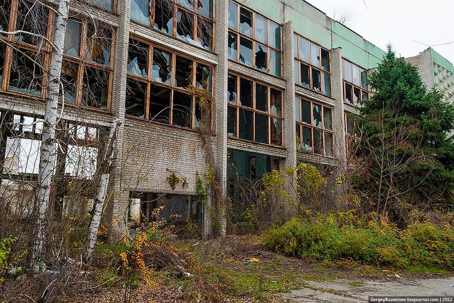 5. Руины корпусов производственного объединения «Совер», накотором производилась химическая мойка шерсти. Ноябрь 2012г.