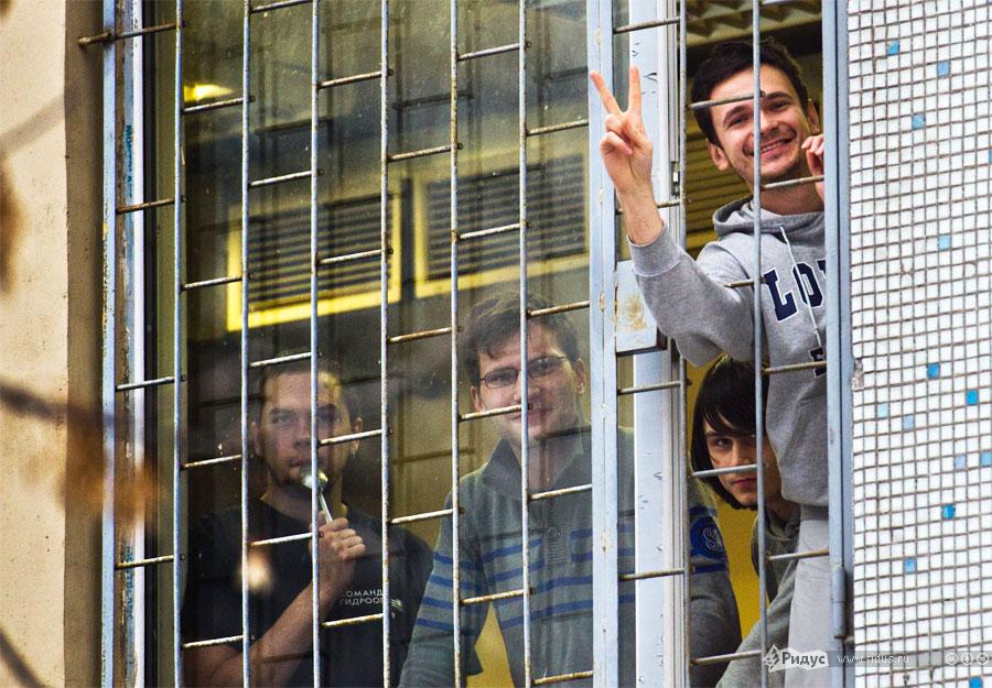 Акция протеста «15суток свободы» Ильи Яшина иего соратников вздании спецприемника №1. © Илья Варламов/Ridus.ru