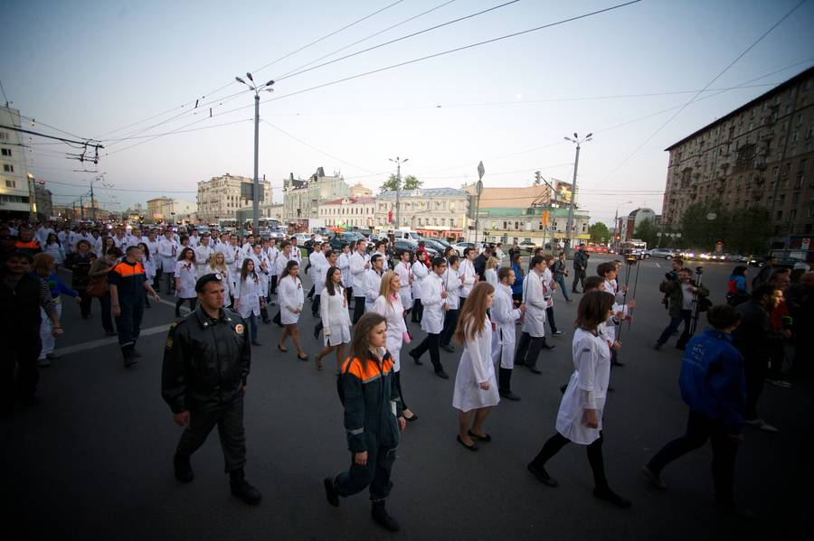 Факельное шествие студентов Московского государственного медико-стоматологического университета наСадовом кольце