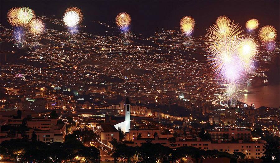 Салют надФуншалом, главным городом португальского острова Мадейры. © Duarte Sa/Reuters