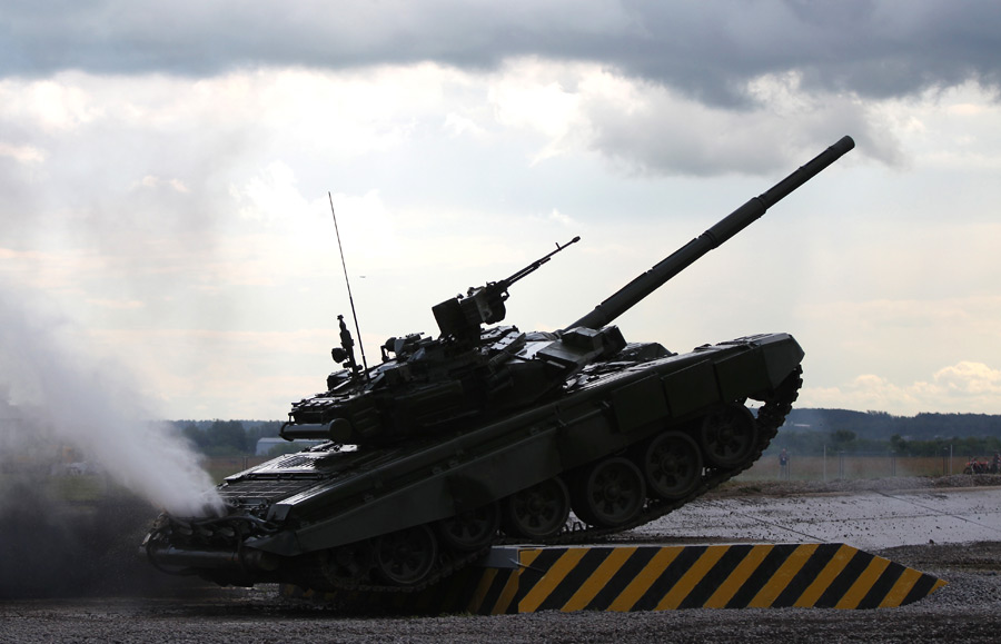 Основной боевой танк Т-90на показательных выступлениях. © Валерий Мельников/РИА Новости