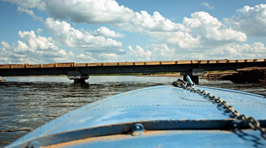 Ужелетом высота моста была такой, что лодки подним проходили струдом. Иневсе © chepetsk.ru