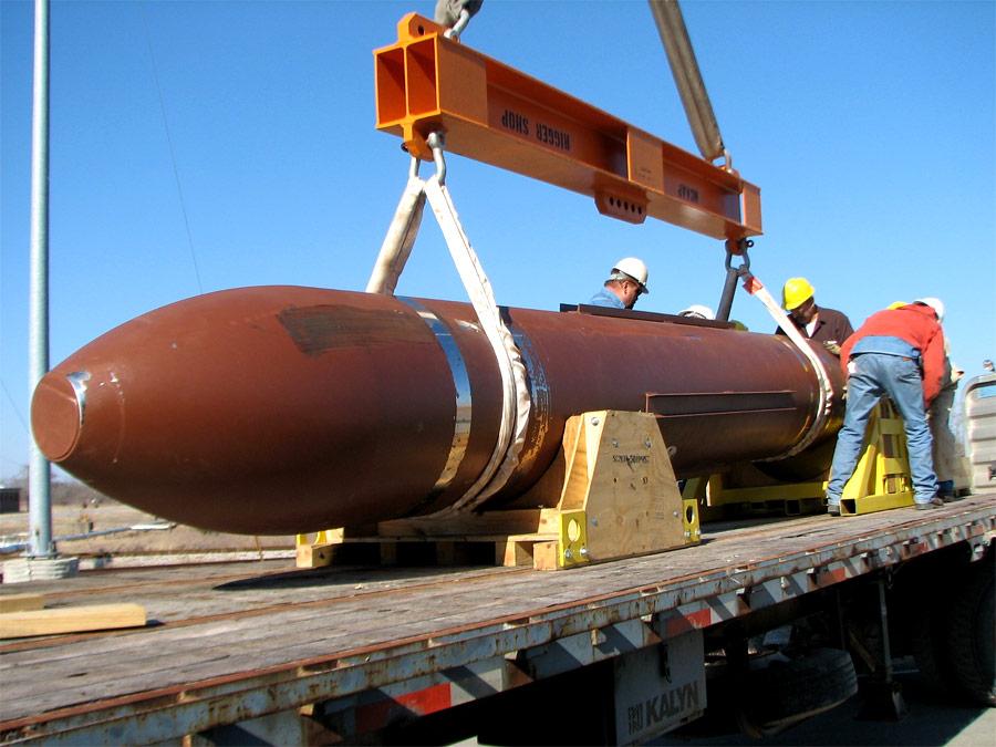 Бомбу MOP готовят киспытаниям. © DTRA/SCC-WMD