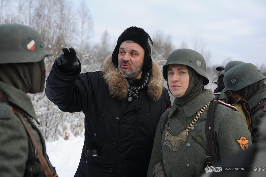 Актер Сергей Безруков (справа) насъемочной площадке фильма «Охота накрокодилов». © Антон Белицкий/Ridus.ru