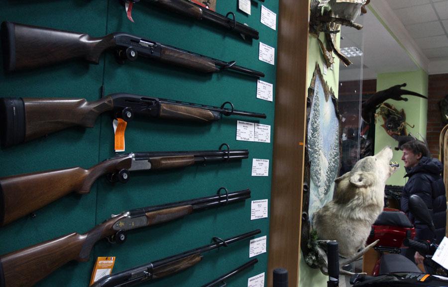 Эротика XXX +18. Медведев сравнил свободную продажу оружия с