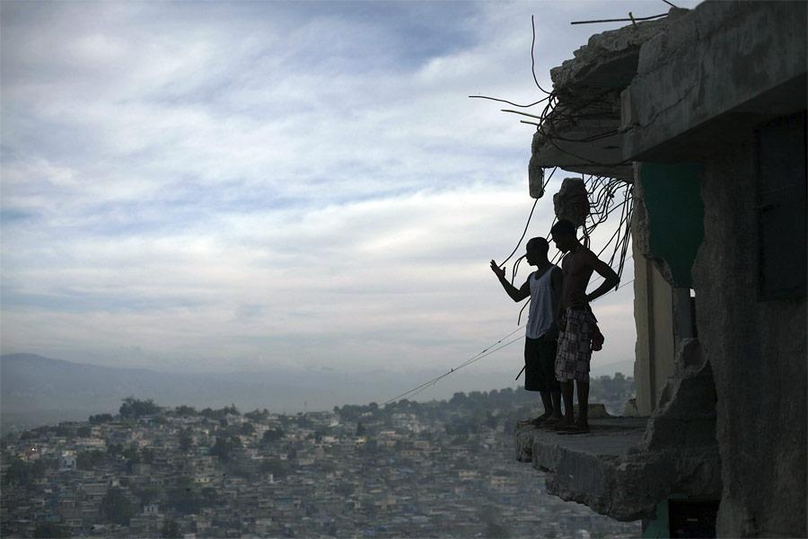 Порт-о-Пренс спустя год после разрушительного землетрясения. © Allison Shelley/Reuters