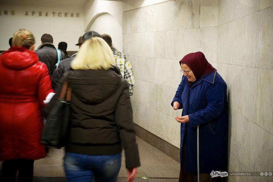 Одинокая бабушка-попрошайка. © Антон Белицкий/Ridus.ru
