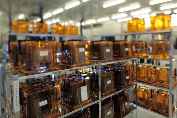 Сердце микроэлектронного производства - чистая комната.  Производственный процесс в ней идет круглосуточно...