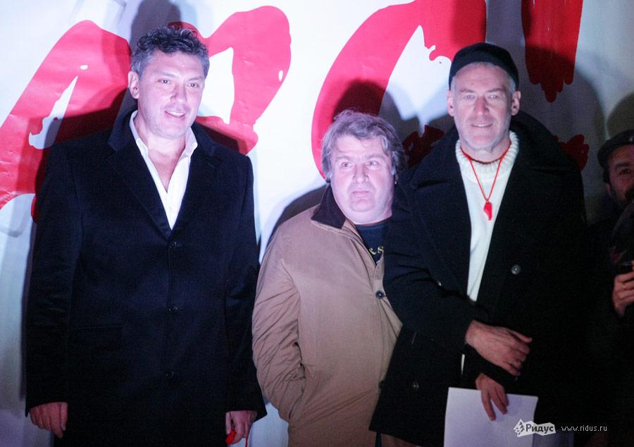 Справа Артемий Троицкий, слева— Борис Немцов. Митинг «Солидарности» 5декабря 2011 года вМоскве. © Антон Тушин/Ridus.ru