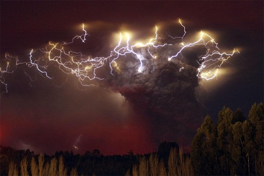 Извержение вулкана Пуйеуэ вЧили. © Carlos Gutierrez/Reuters
