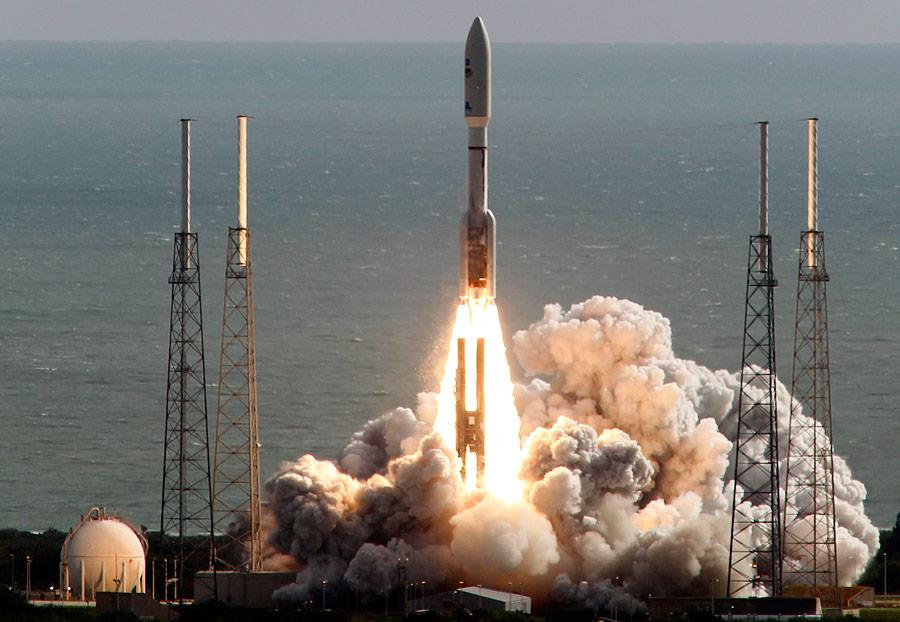 Старт ракеты Atlas 5с марсоходом Curiosity наборту. © Terry Renna/AP Photo