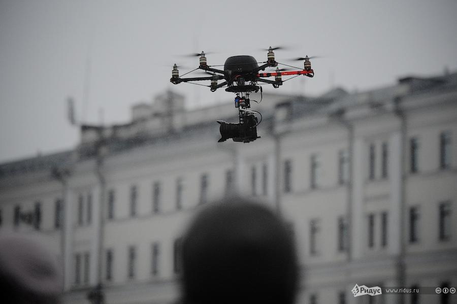Гексакоптер скамерой Ридуса вовремя митинга наБолотной площади 10декабря 2011 года. © Ridus.ru