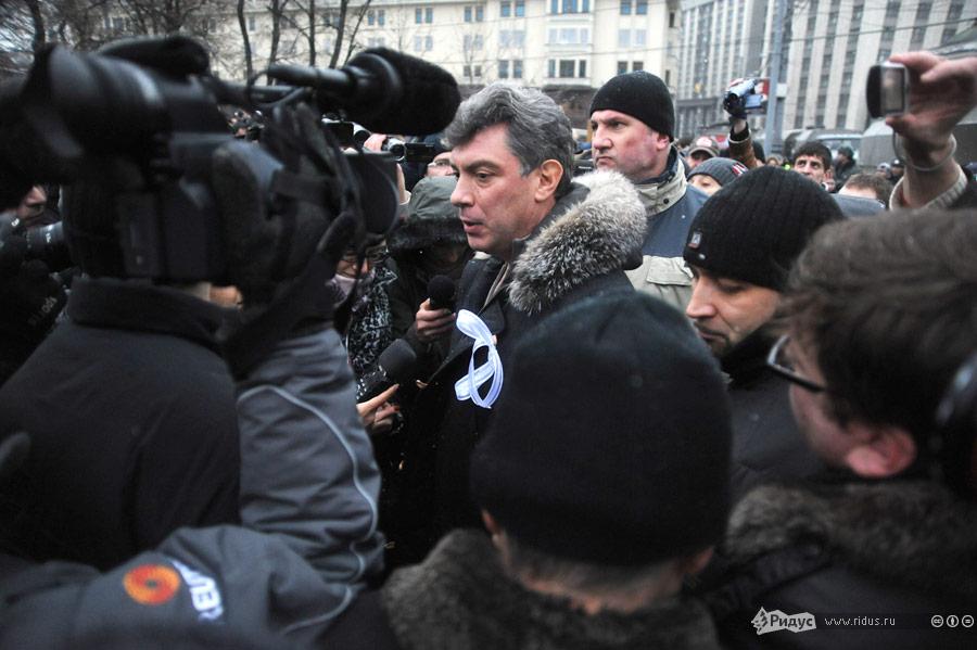 Борис Немцов среди демонстрантов направляется всторону Болотной площади. © Василий Максимов/Ridus.ru