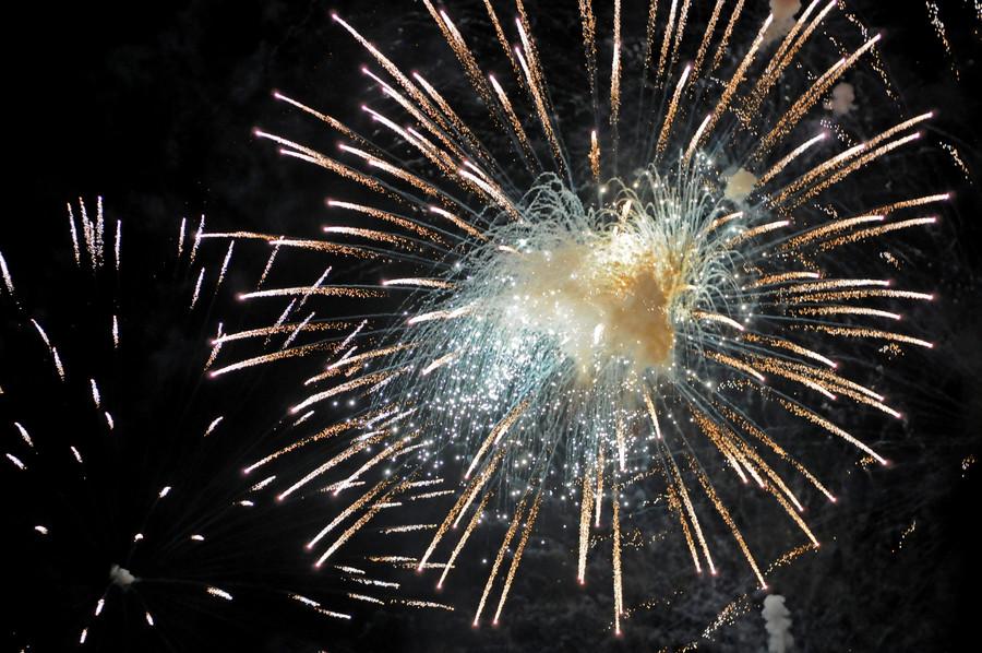 Из-за чрезмерного наплыва желающих,  администрации ГМЗ Петергоф  приняло решение растянуть праздник на2дня.