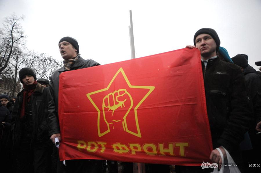 С площади Революции толпа демонстрантов направляется всторону Болотной площади. © Василий Максимов/Ridus.ru