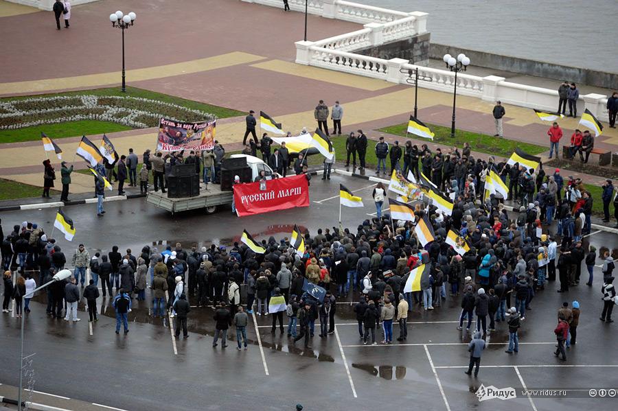 Русские промаршировали по улицам Нижнего Новгорода. Фоторепортаж
