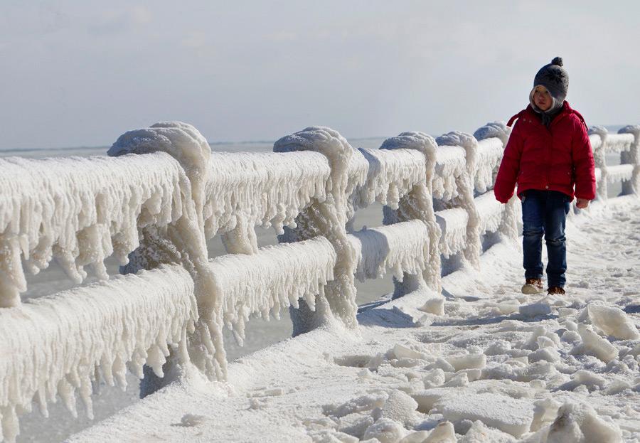 Замерзшее Черное море около Констанцы, Румыния