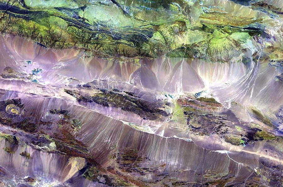 Нагорье Эдренгин-Нуру в юго-западной Монголии. © NASA