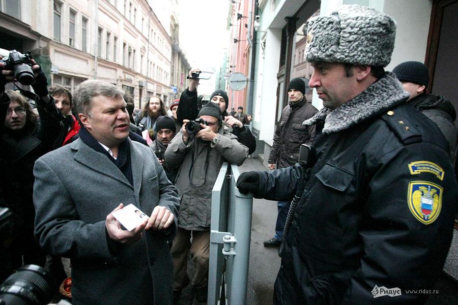 Сергей Митрохин (слева), лидер партии «Яблоко». © Антон Тушин/Ridus.ru